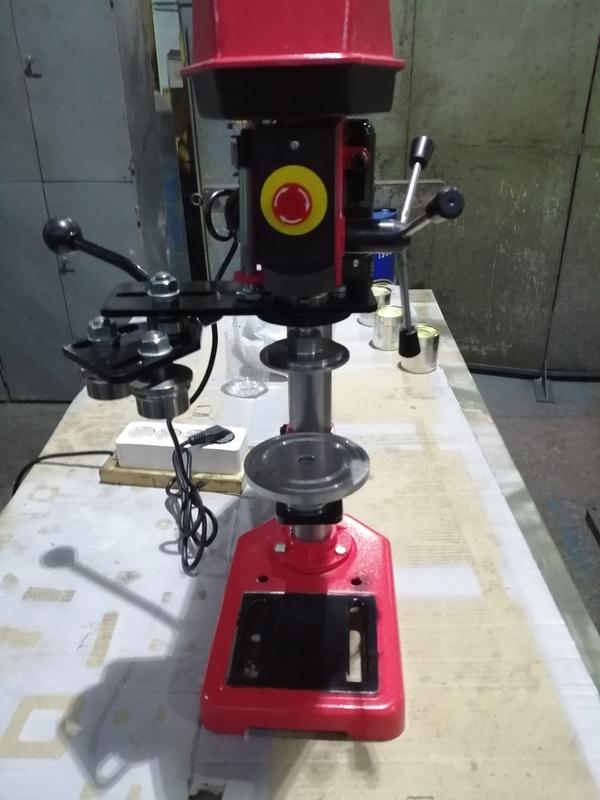 Машина закаточная полуавтоматическая для жестяных банок